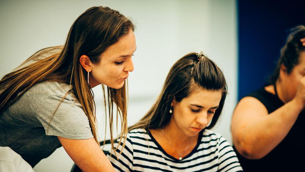 2 Mädchen in der Sprachschule